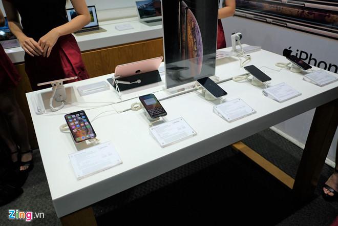 iPhone XS Max vẫn không có đối thủ ở nhóm di động cao cấp tại VN