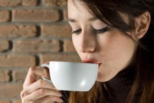 Khi mang thai, mẹ bầu tránh dùng những đồ uống gì?