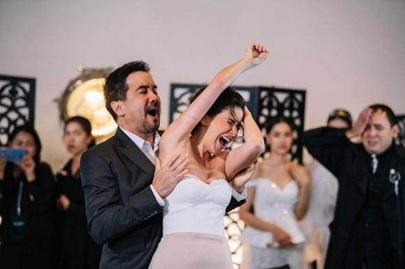 Chồng ham giàu nên phản bội vợ, đám cưới của anh ta, tôi diện nguyên 1 cây bikini đến dự và cái kết...