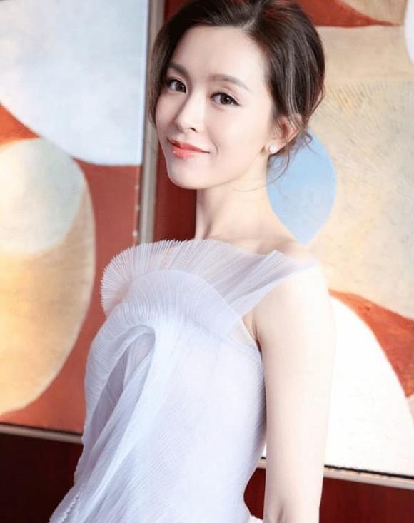 Cuộc sống 'vạn người mơ' của mỹ nhân từng được Tạ Đình Phong theo đuổi cuồng nhiệt, Trần Quán Hy tình nguyện bỏ thuốc