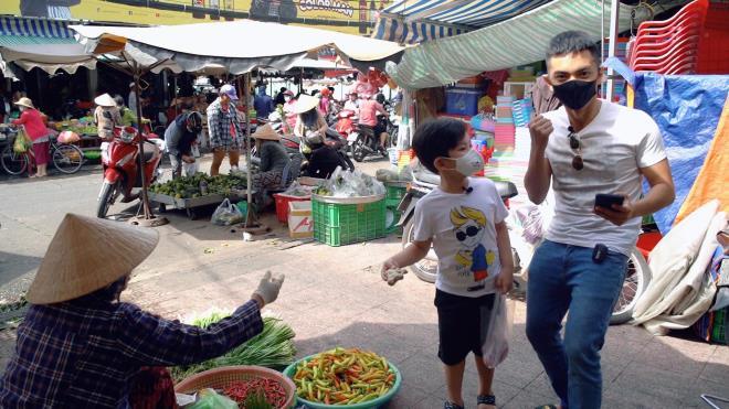 Phan Hiển lần đầu đi chợ nấu cơm, Khánh Thi khen: 'Các món đều chín là được rồi'