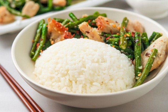 Điều gì xảy ra với cơ thể khi bạn ngừng ăn cơm và các món chứa tinh bột khác?
