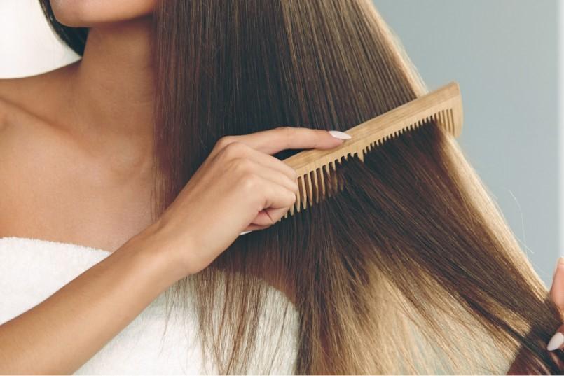 Gội đầu theo những tips chuẩn salon này, tình trạng tóc rụng sẽ giảm đi nhiều